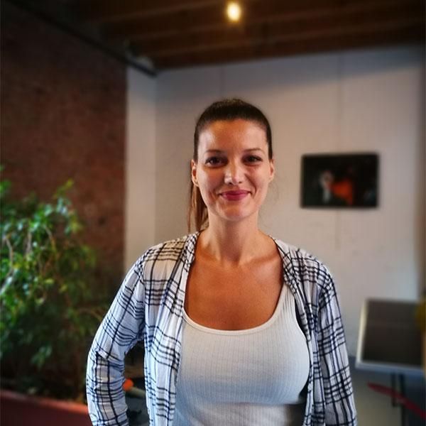 Portrait d'Anissa Descamps, élève au Cours Florent Bruxelles