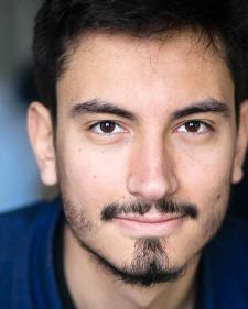 Découvrez le portrait d'Adrien Lemaire, ancien élève breveté Acting in English à Paris, maintenant installé à Londres.
