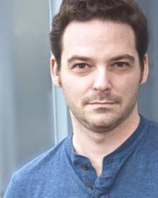 Découvrez le portrait d'Adam Alexander, professeur en Acting in English et, pour les Enseignements Spécialisés, en Physical Theatre.