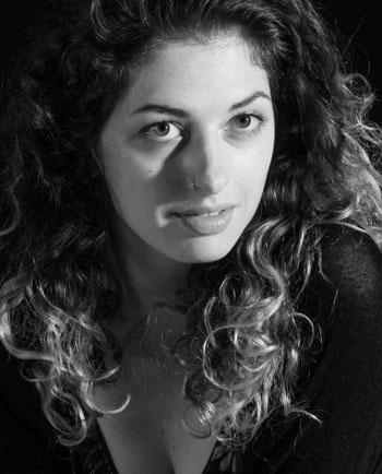 Découvrez le portrait de Yasmine Tayach, élève de 3ème année au Cours Florent Bruxelles